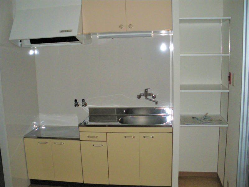 堺市堺区マンション リビング・キッチン   フローリング・扉画像6