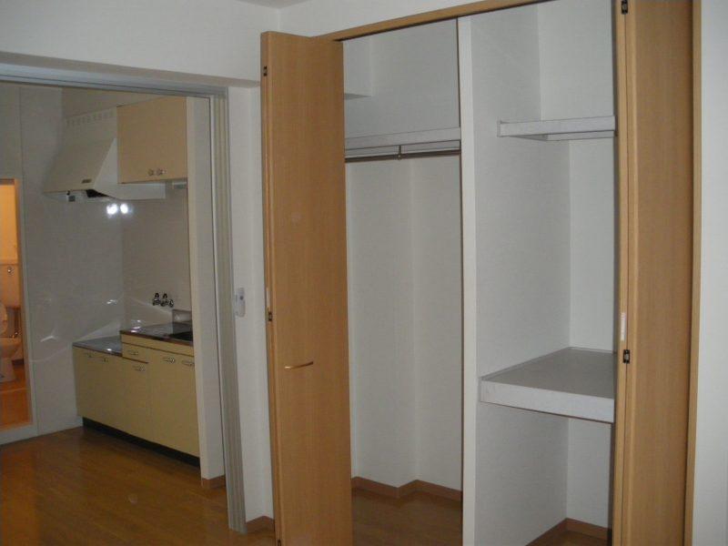 堺市堺区マンション リビング・キッチン   フローリング・扉画像4